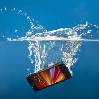 Восстановление смартфона после воды или другой жидкости