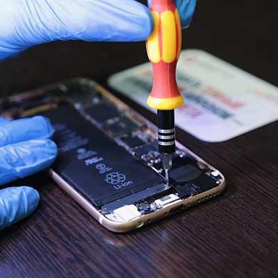 Замена аккумулятора смартфона